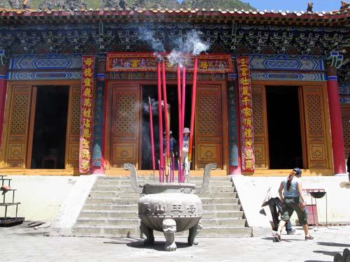 chi temple pot