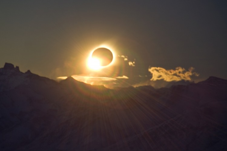 Total Eclipse in 2012